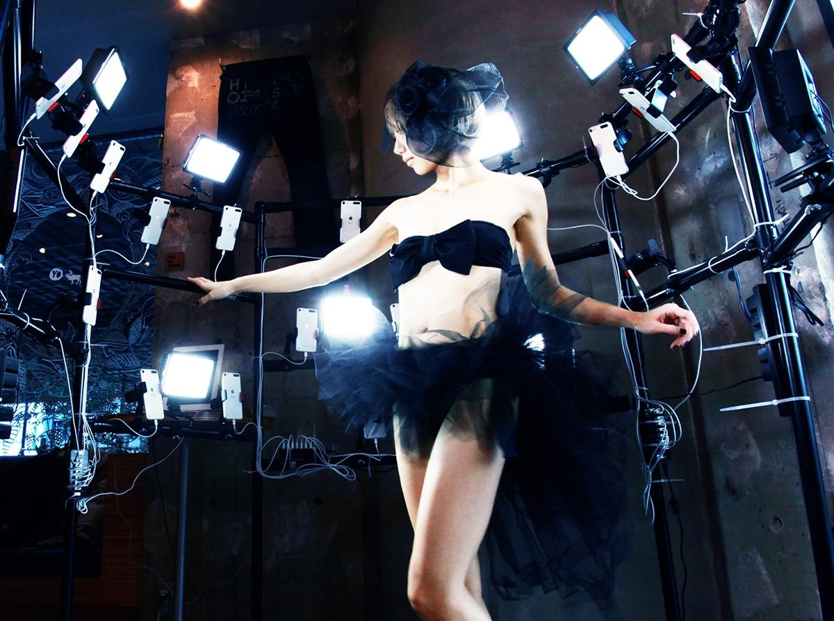 美女艺术家天野爱的七彩梦幻与泼张情欲重装洛丽塔