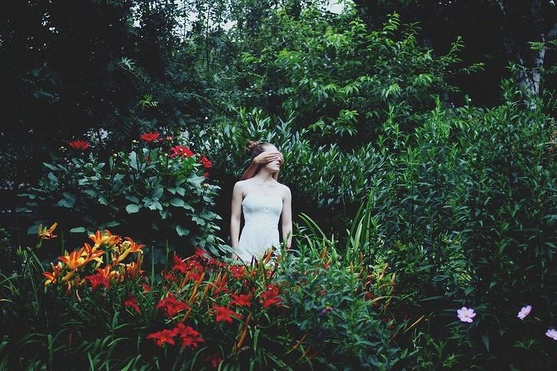 在柏林生活工作的Clara Nebeling是一位21岁的德国摄影师,目前她已经拍摄过一定数量的时尚摄影编辑以及一些纪录片的拍摄。虽然在这样一个年纪,她却一直努......