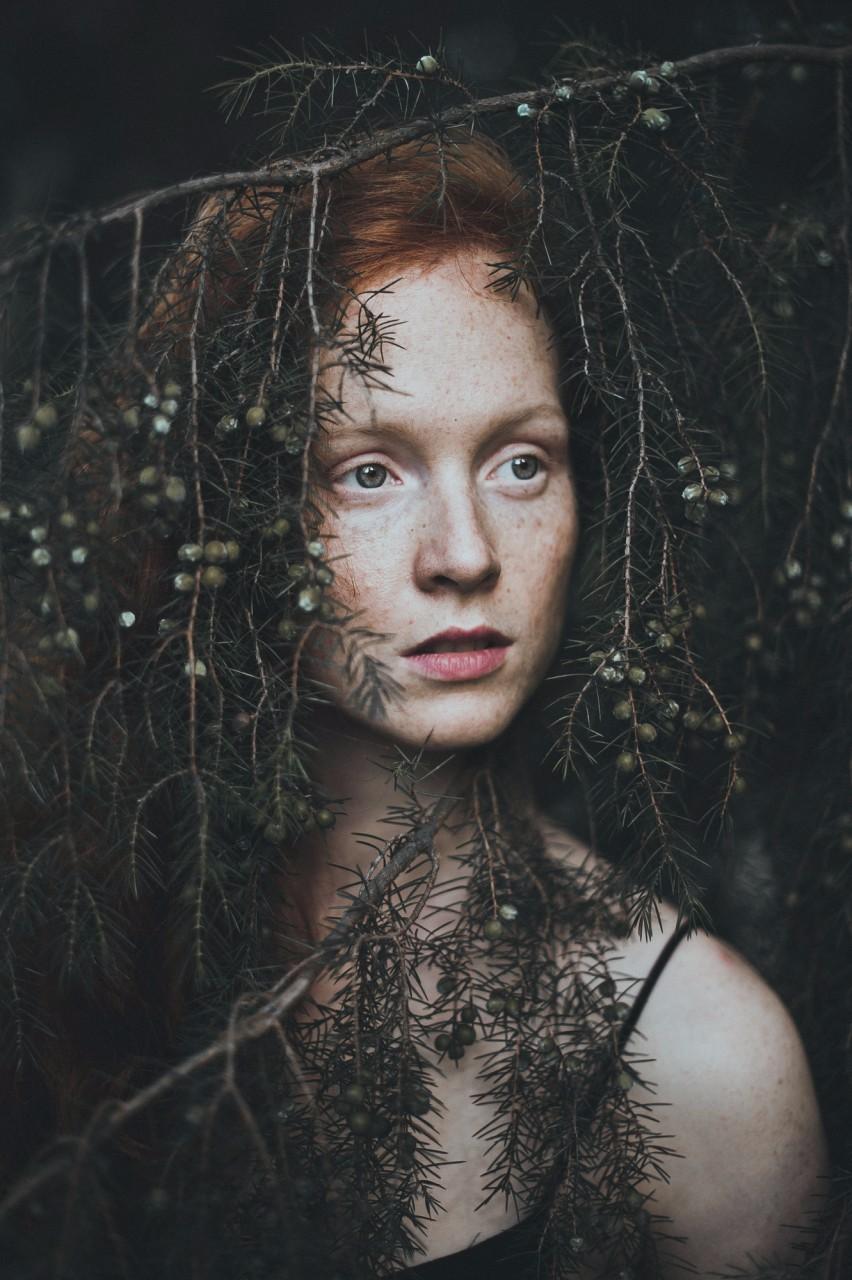 在这个繁华而又快节奏的世界,来自德国的少女摄影师用自己的视角来打破这份忙乱与仓促(tmd的,她喜欢拍小清新风格的绿色植被中的人脸,我也是醉了)。通过......