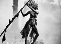 时尚摄影师Esther Haase担纲STIHL 2016年年历黑白时尚摄影大片
