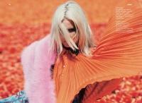 时尚摄影师Viviane Sassen的春季色彩艳丽风格时尚大片